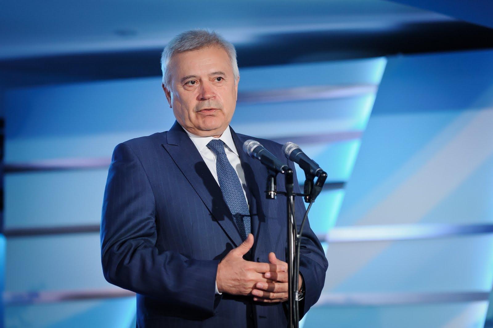 """Azərbaycanlı milyarder """"Forbes""""in siyahısında birincidir – İllik gəlirə görə"""